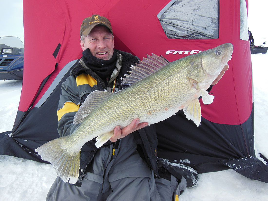 lake winnipeg ice fishing guide